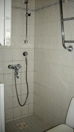 Kalustettu asunto | Kylpyhuone | Pietarinkatu 16, Ullanlinna, Helsinki