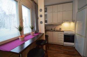 Kalustettu asunto   Keittokomero ja baaritiski   Lähderanta 22, Espoo