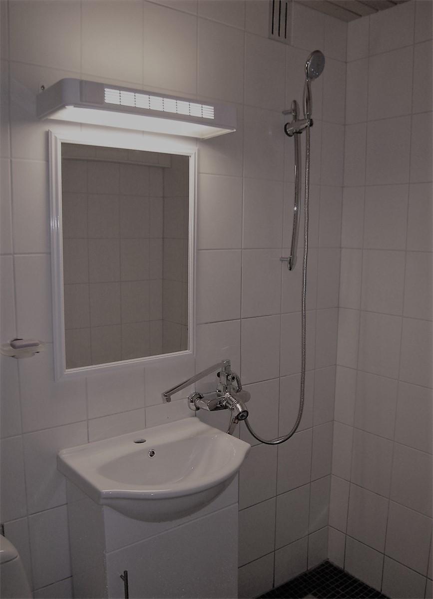 kylpyhuone - kalustettu asunto - hameentie 14 Helsinki - helsingin huoneistorinki